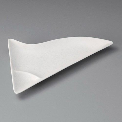 26406-010 白吹千代口付三角皿|業務用食器カタログ陶里30号